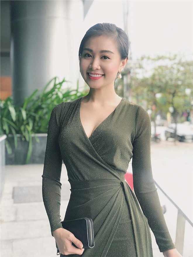Nữ giảng viên xứ Nghệ gây sốt vì quá xinh đẹp và ăn mặc gợi cảm - Hình 1