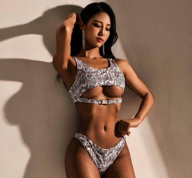 Cô gái có ngoại hình nóng bỏng nhờ tập gym - Hình 1