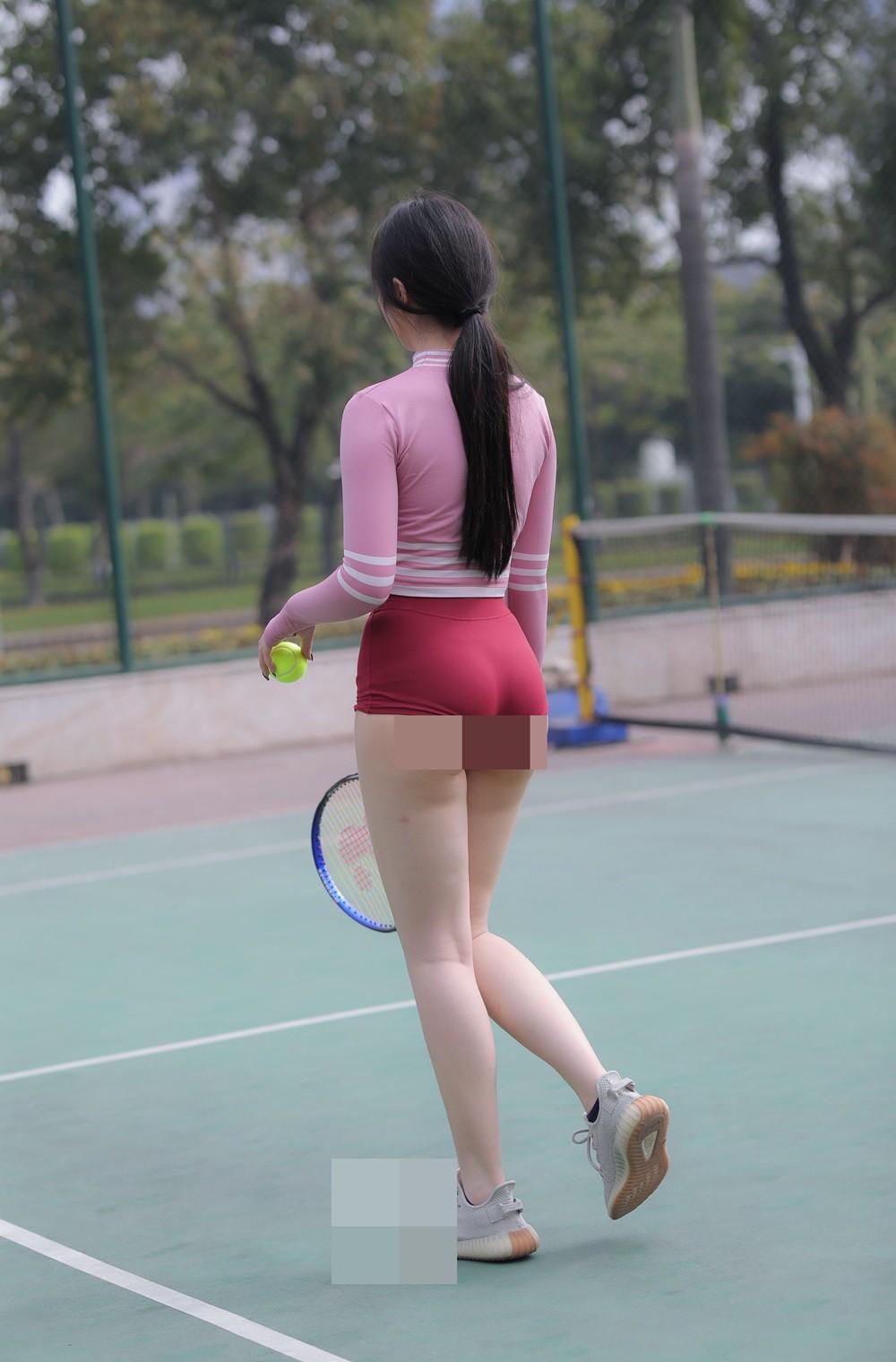 Nhức mắt thời trang thiếu vải của các mỹ nhân trên sân tennis - Hình 8