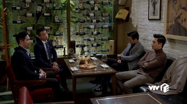 Hướng dương ngược nắng - Tập 54: Chốt xong giá Hoàng Đế, Hoàng vẫn bỏ dở để chạy đến chỗ Minh vì chiếc hộp? - Hình 1