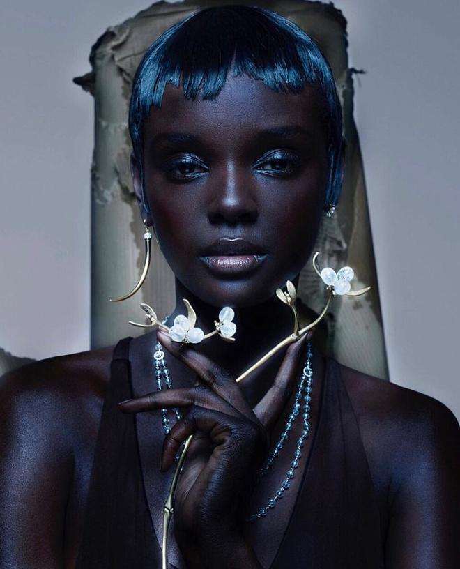 Siêu mẫu da màu nổi tiếng chụp ảnh bikini - Hình 8