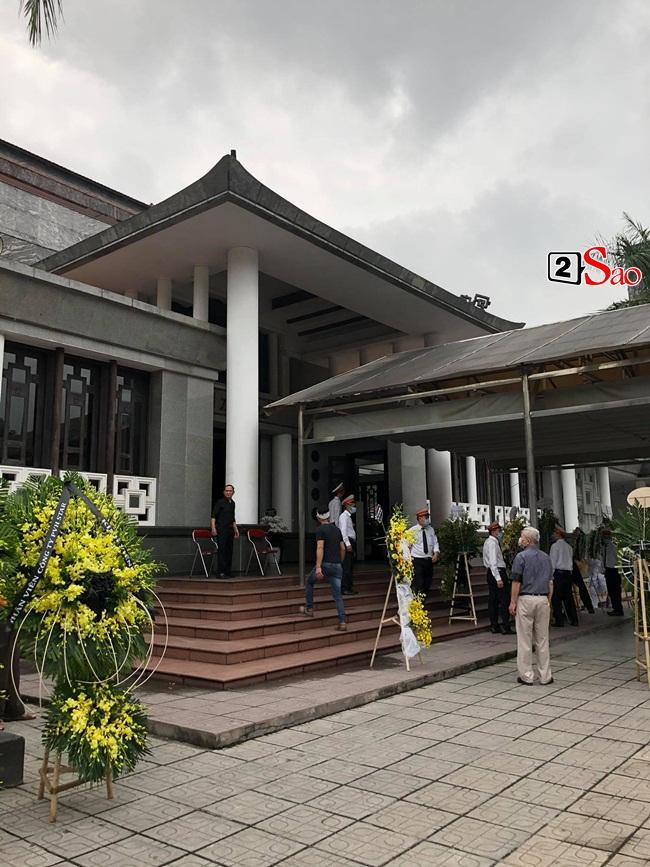 Tang lễ mẹ chồng Việt Hương: Xuân Bắc tới viếng, nghệ sĩ hải ngoại gửi vòng hoa - Hình 3