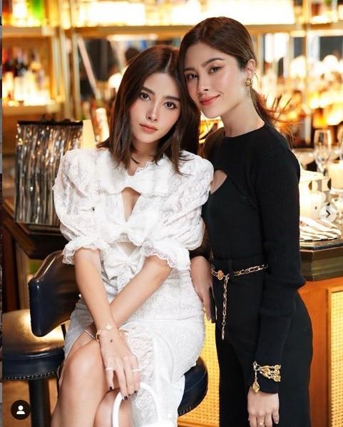 Cặp song sinh nổi tiếng Thái Lan ăn mặc cực sang chảnh - Hình 4