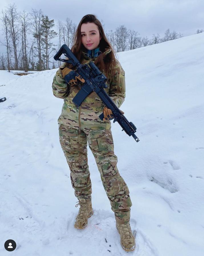 Soi sắc vóc tựa búp bê sống của thiên thần quân đội Nga - Hình 1