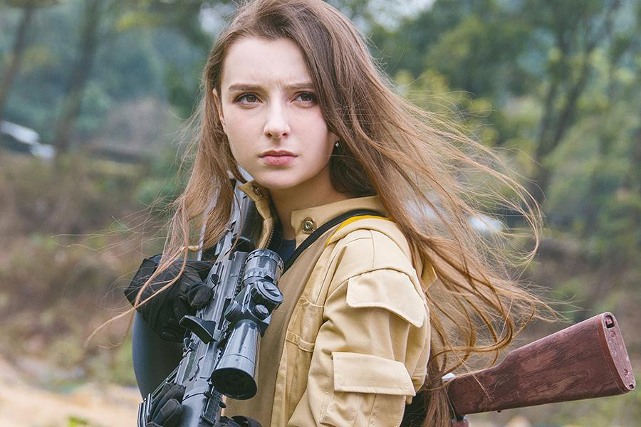 Soi sắc vóc tựa búp bê sống của thiên thần quân đội Nga - Hình 12