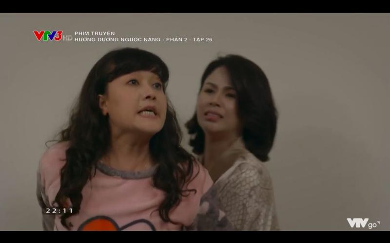 Hướng dương ngược nắng: Chết cười cảnh Hoàng say mèm, vừa hôn được Minh đã lĩnh trọn rắm mít chất lượng từ mẹ vợ tương lai - Hình 17