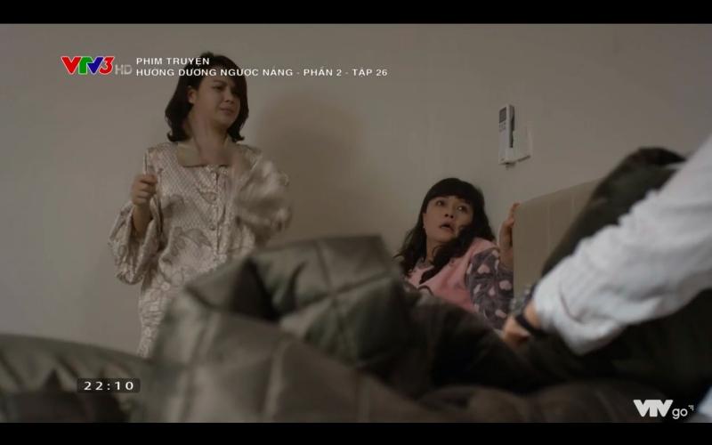 Hướng dương ngược nắng: Chết cười cảnh Hoàng say mèm, vừa hôn được Minh đã lĩnh trọn rắm mít chất lượng từ mẹ vợ tương lai - Hình 16