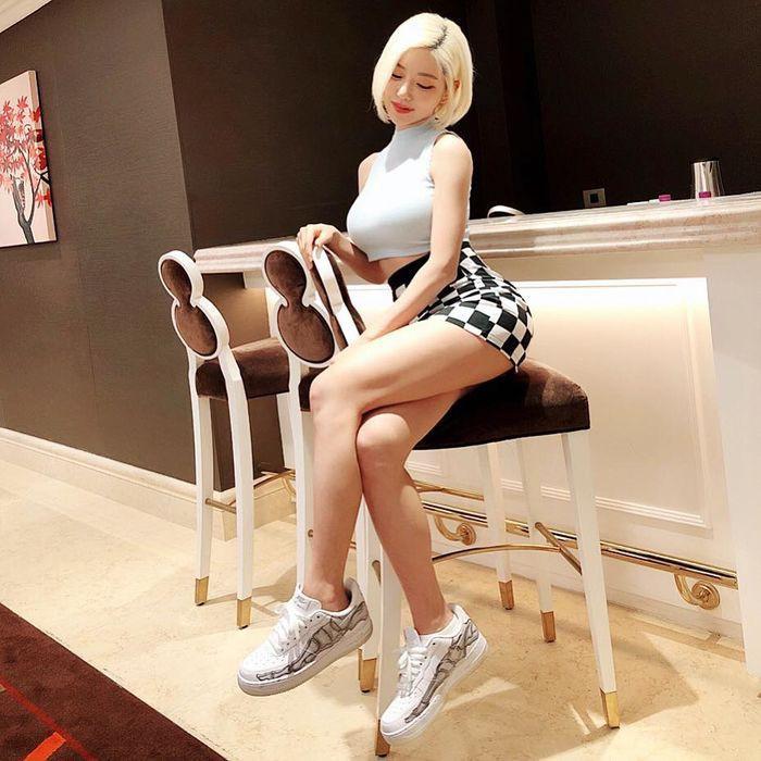 Gu thời trang cực nóng bỏng của nữ DJ sexy nhất Hàn Quốc - Hình 7