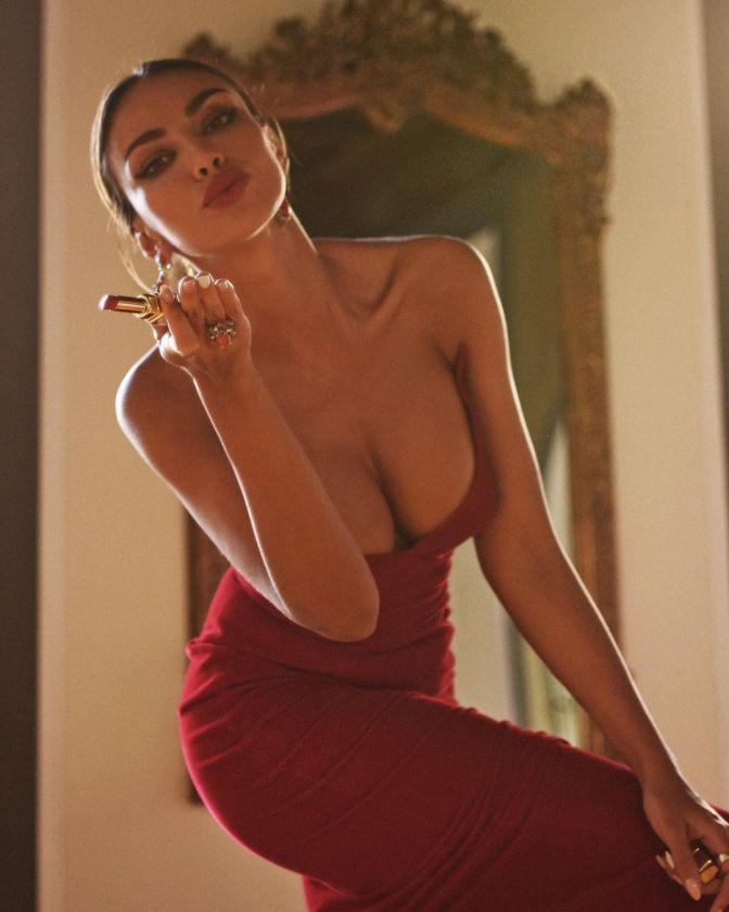 Vẻ nóng bỏng nghẹt thở của nàng mẫu Romani đẹp nghiêng nước nghiêng thành - Hình 8