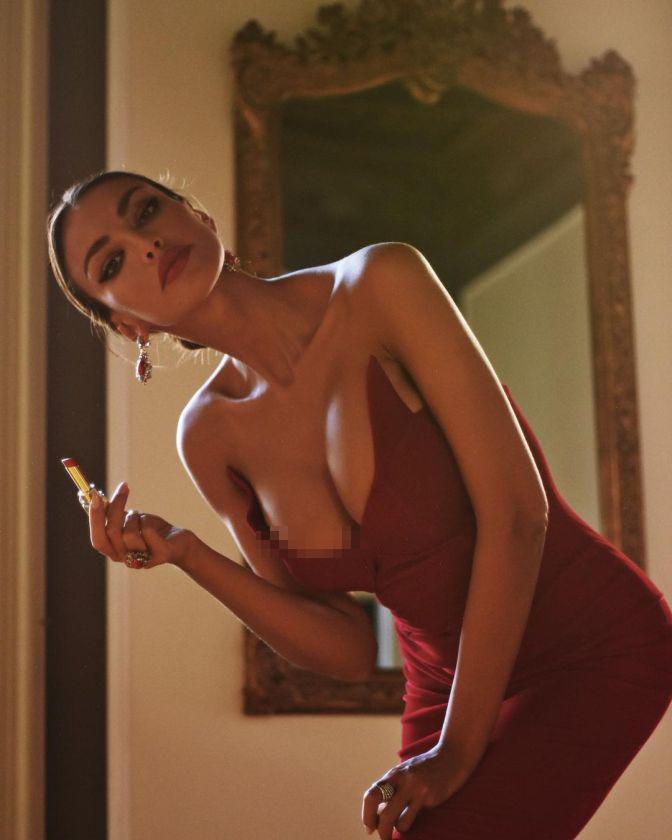 Vẻ nóng bỏng nghẹt thở của nàng mẫu Romani đẹp nghiêng nước nghiêng thành - Hình 1