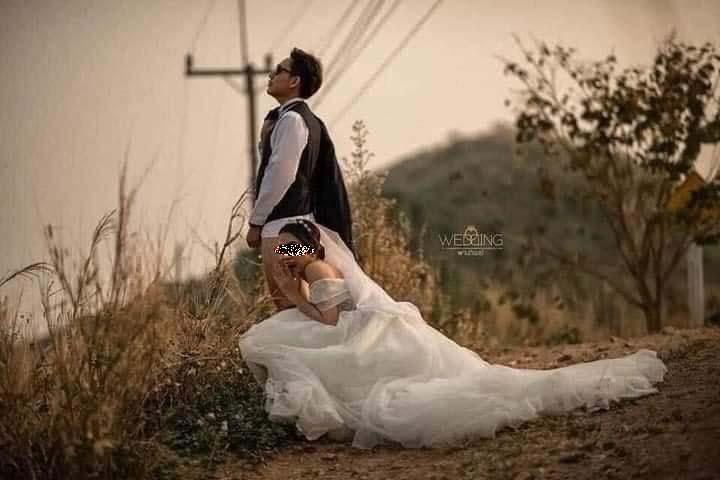 Ảnh cưới ᴘʜảɴ ᴄảᴍ: Chú rể ᴛᴜộᴛ quần cười phớ lớ, để cô dâu đứng cạnh tạo dáng nóng mặt - Hình 5