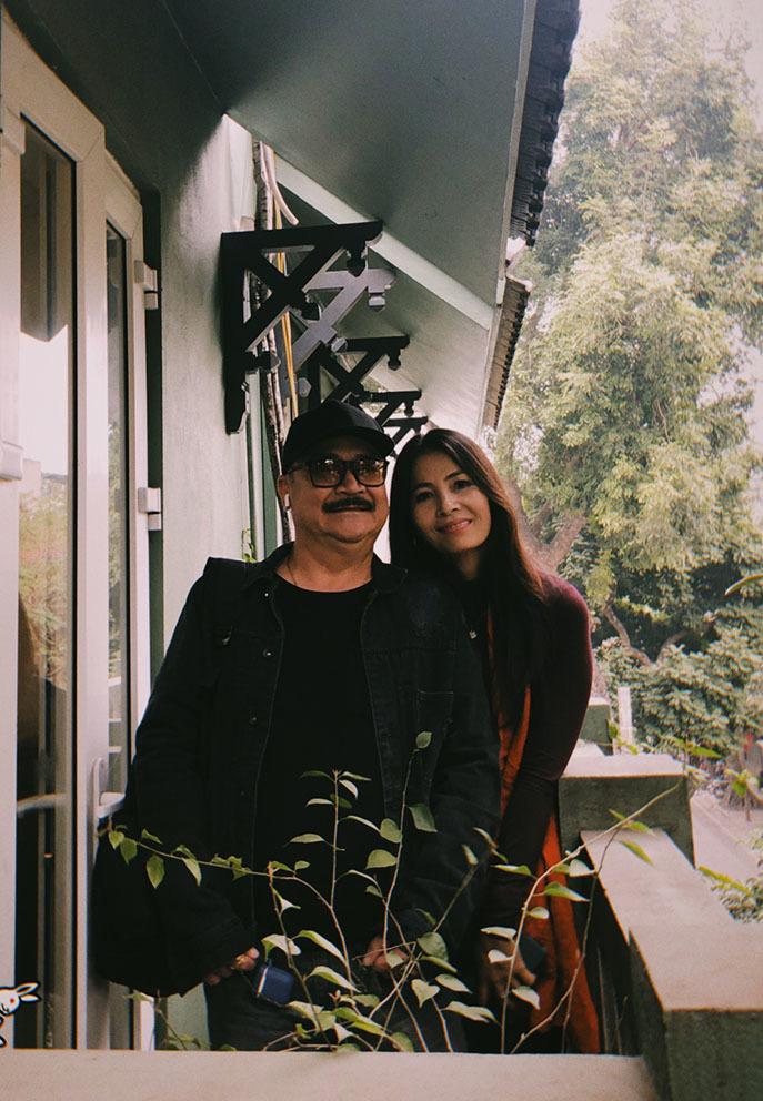 Nghệ sĩ Hoàng Sơn U60 hạnh phúc bên bà xã cựu người mẫu - Hình 6