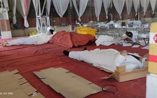 Bắc Ninh: 101 ca dương tính, nhân viên y tế kiệt sức ngủ gục tại chỗ - Hình 3
