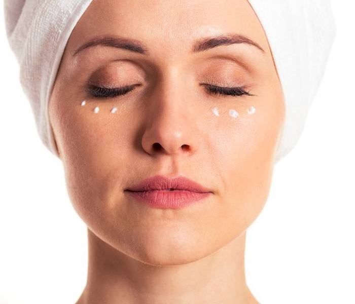 Bật mí tất tần tật những cách xóa bọng mắt không phẫu thuật cho chị em - Hình 1
