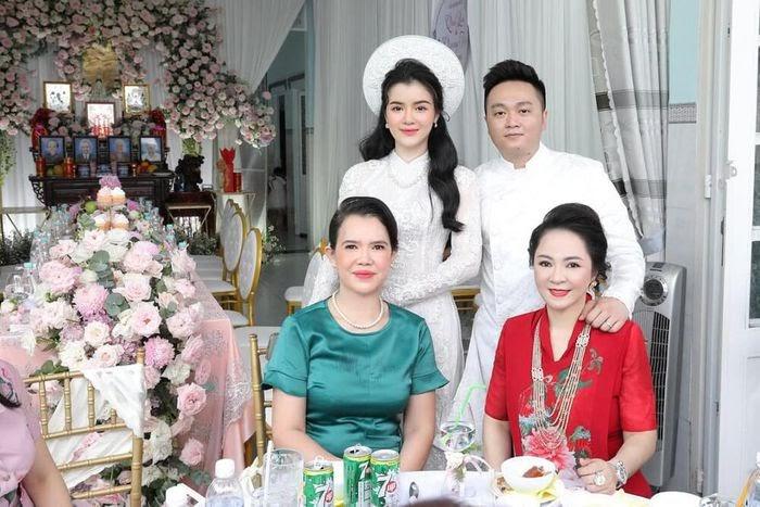 Xuất thân con dâu bà Nguyễn Phương Hằng: Bị nghi dao kéo, tốt nghiệp trường ĐH bình thường, từng làm PG - Hình 3