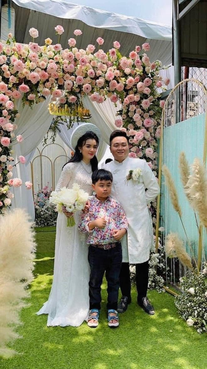 Xuất thân con dâu bà Nguyễn Phương Hằng: Bị nghi dao kéo, tốt nghiệp trường ĐH bình thường, từng làm PG - Hình 5