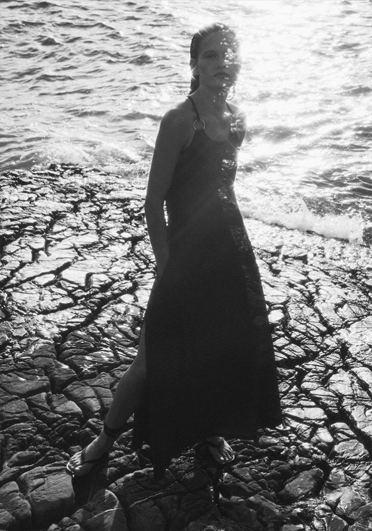 Nàng mẫu Addie Bach khoe dáng nóng bỏng với áo tắm - Hình 11