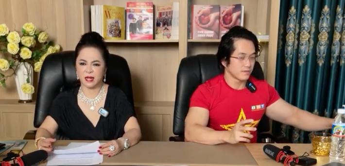 SỐC: Bà Phương Hằng đột nhiên bật khóc trên livestream, tiết lộ tỷ phú Hoàng Kiều - người yêu cũ Ngọc Trinh từng cho ông Yên rất nhiều tiền - Hình 5