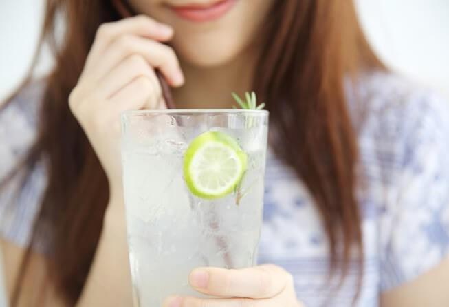 Những sai lầm khi uống nước chanh chị em cần bỏ ngay - Hình 8
