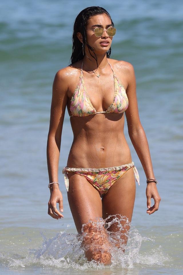 Cơ bụng đáng ngưỡng mộ của siêu mẫu nội y Kelly Gale - Hình 5