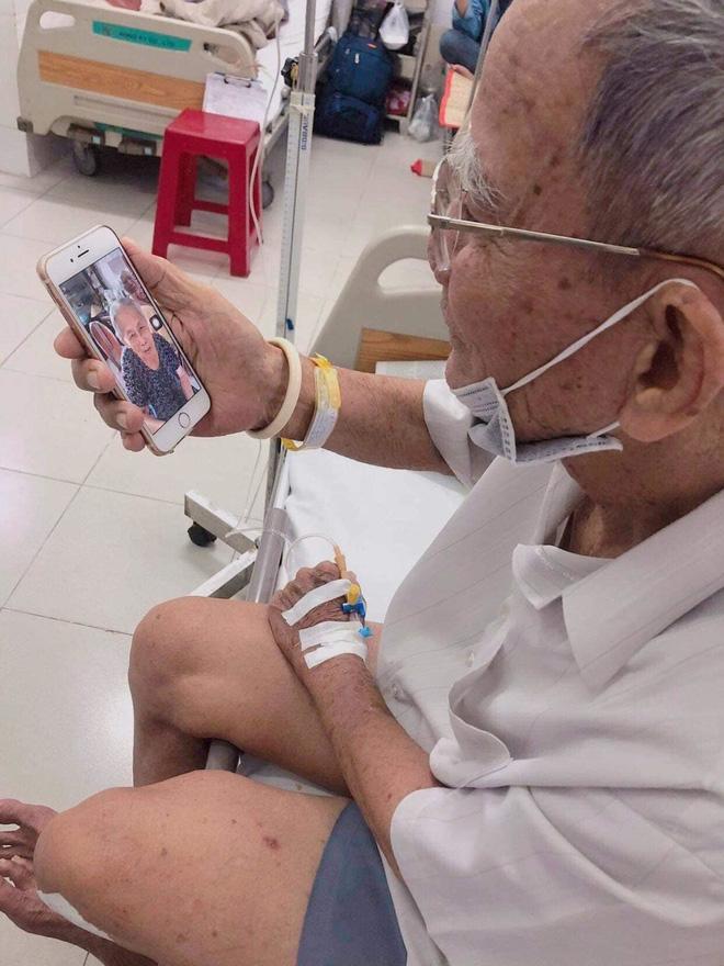 Đôi vợ chồng già nắm chặt tay trong phòng cấp cứu, cụ ông nài nỉ bác sĩ: Cho tôi đứng với bà ấy thêm tí nữa nhé - Hình 6