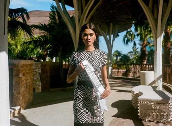 Hoa hậu Hoàn Vũ Myanmar sẽ gặp nguy hiểm nếu quay lại quê hương sau khi Miss Universe kết thúc - Hình 3