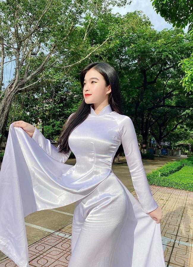 Nữ sinh nổi tiếng nhờ mặc áo dài bất ngờ chuyển gu phong cách - Hình 1