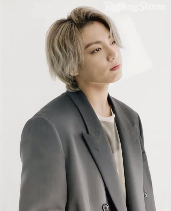 Jungkook (BTS) cảm thấy áp lực vì được gọi là em út vàng - Hình 1