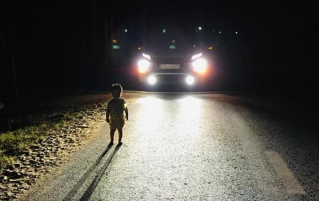 Khen thưởng tài xế đưa bé gái 2 tuổi lang thang lúc 1h sáng về nhà - Hình 2