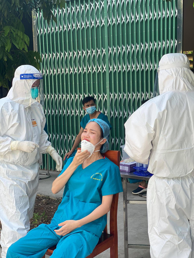 Nữ điều dưỡng vào tâm dịch Bắc Giang: Mỗi lần làm xét nghiệm, tất cả chúng tôi đều nín thở. Nhỡ thành F0 thì sao? - Hình 4