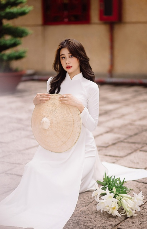 Nữ sinh khiến dân mạng ngẩn ngơ khi diện áo dài trắng tinh khôi, khoe vẻ đẹp trong sáng tựa tình đầu - Hình 8