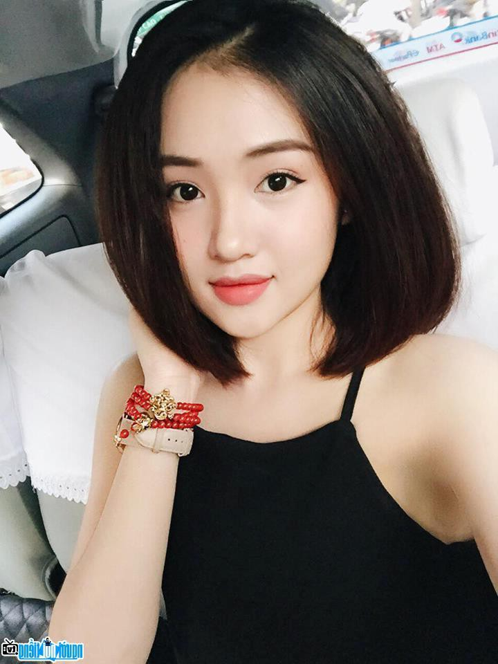Tuổi 33, cựu hot girl Sài thành đẹp cuốn hút, thừa nhận dao kéo - Hình 11