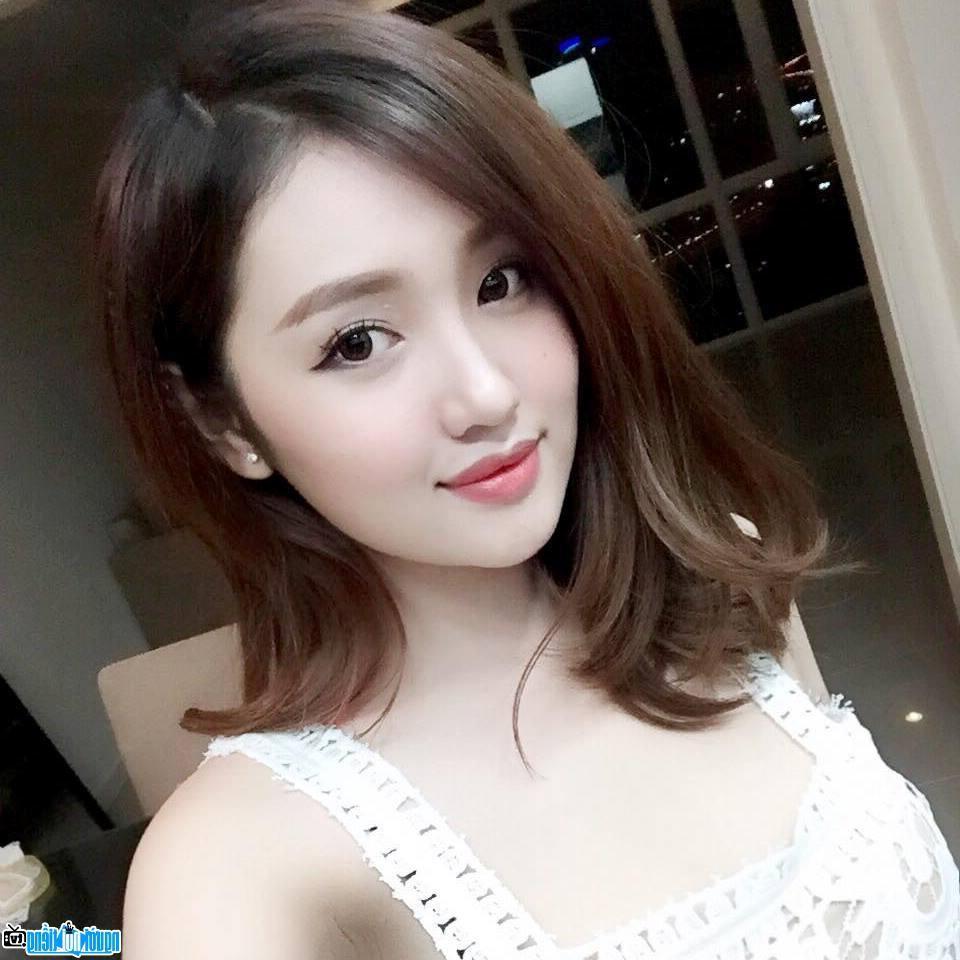 Tuổi 33, cựu hot girl Sài thành đẹp cuốn hút, thừa nhận dao kéo - Hình 10
