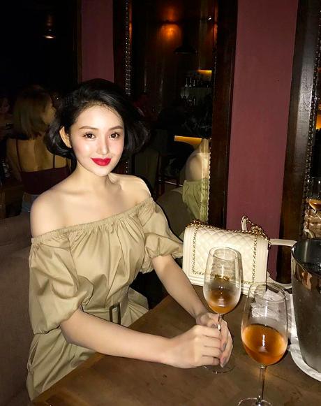 Tuổi 33, cựu hot girl Sài thành đẹp cuốn hút, thừa nhận dao kéo - Hình 6