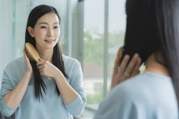 5 giải pháp hữu hiệu cho tóc bết dầu - Hình 1