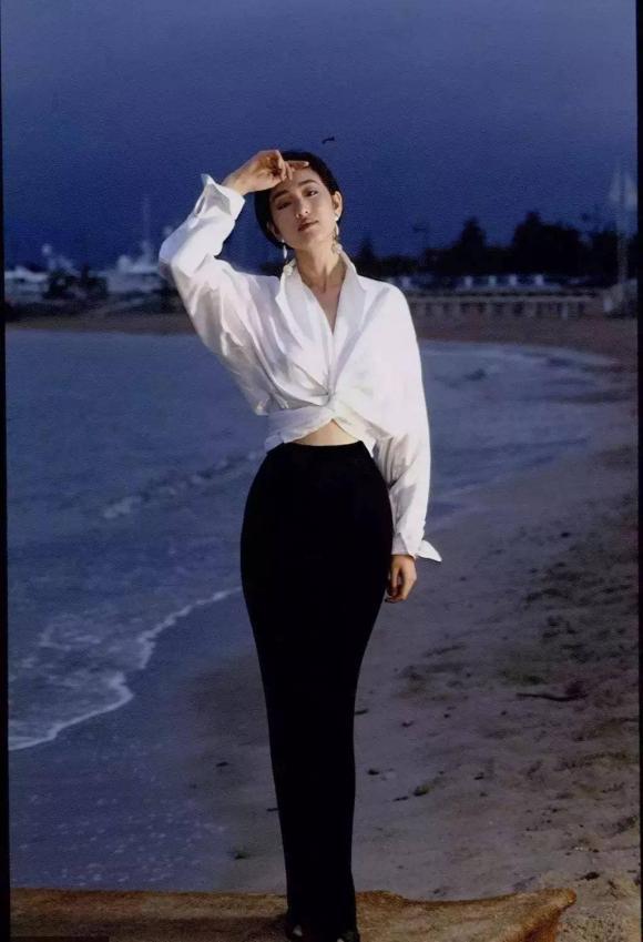Tại sao lại nói rằng phụ nữ mặc áo sơ mi trắng trông đẹp nhất? - Hình 12