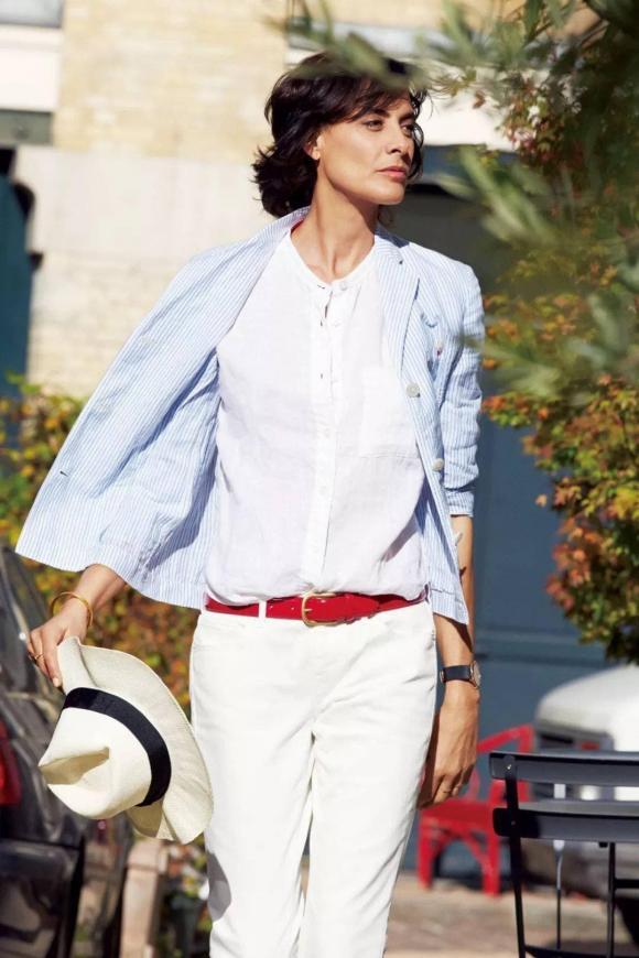Tại sao lại nói rằng phụ nữ mặc áo sơ mi trắng trông đẹp nhất? - Hình 7