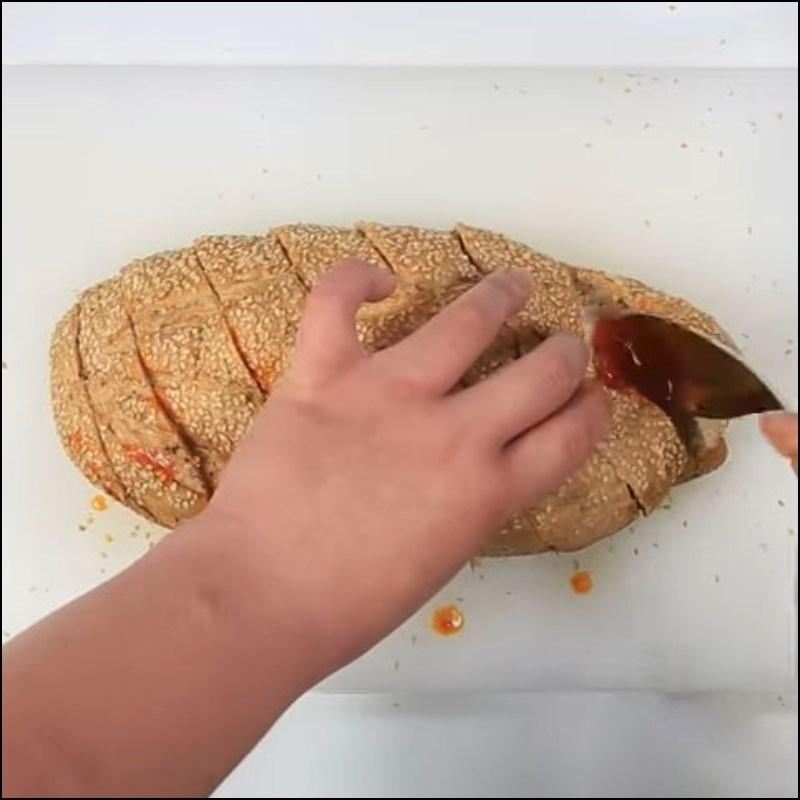 2 cách làm bánh mì nướng sa tế cay cay thơm lừng siêu ngon miệng - Hình 11