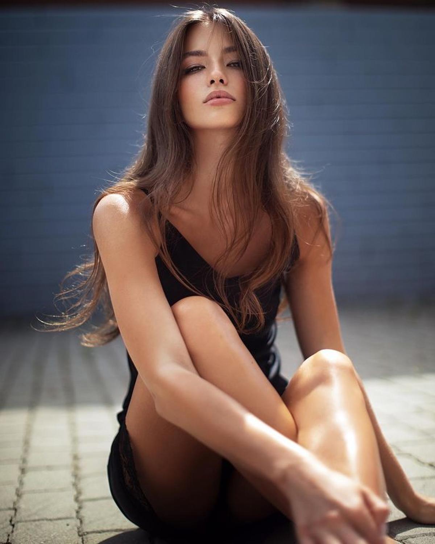 Vẻ đẹp như búp bê của nữ sinh viên 18 tuổi vừa lên ngôi Hoa hậu Trái đất Nga - Hình 7