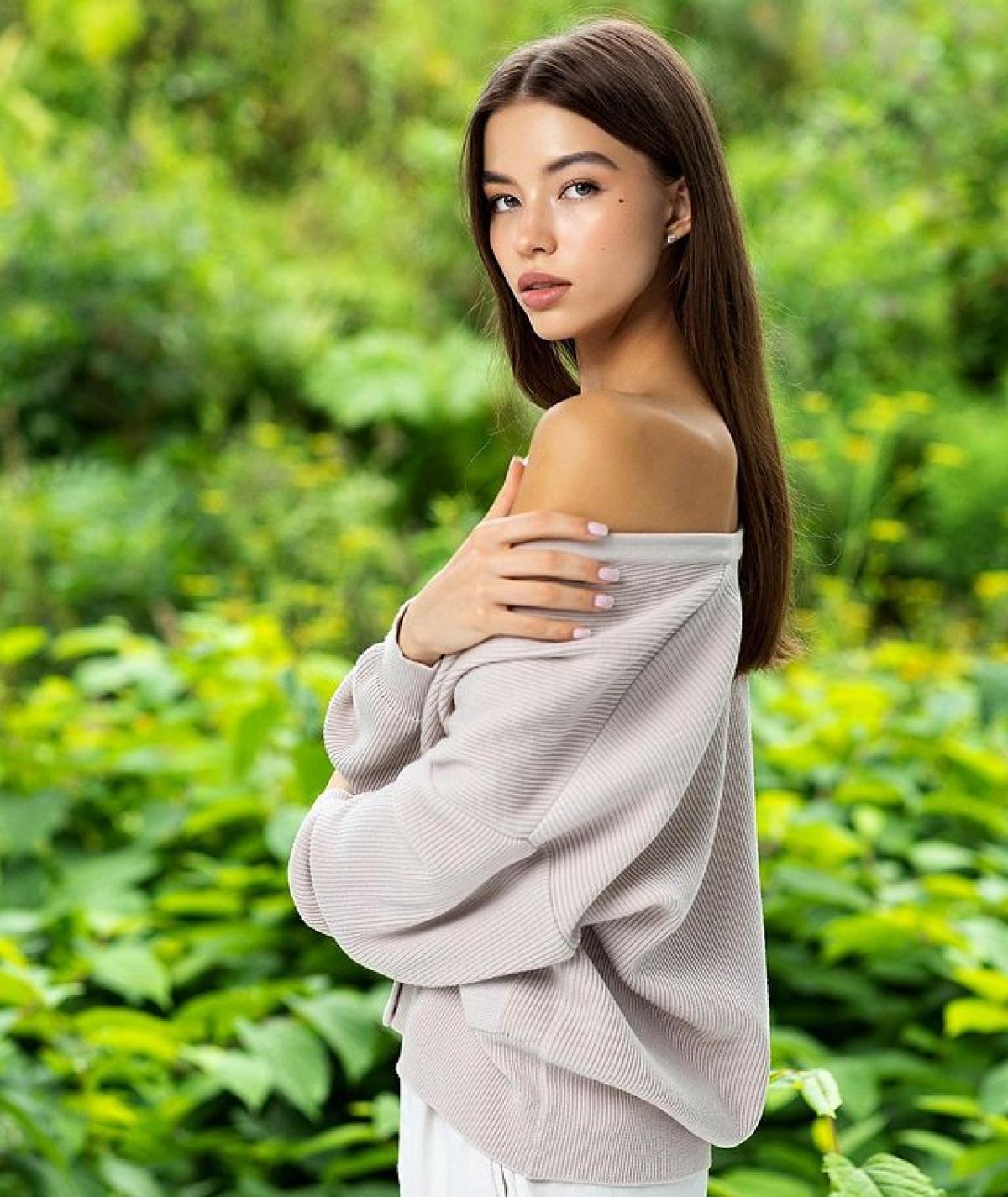 Vẻ đẹp như búp bê của nữ sinh viên 18 tuổi vừa lên ngôi Hoa hậu Trái đất Nga - Hình 3