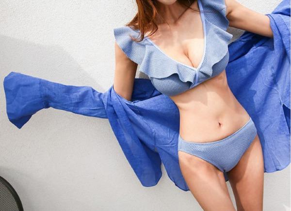 Nữ Youtuber bị tuột áo bơi trên sóng, tất cả là tại vòng 1 quá khổ - Hình 14