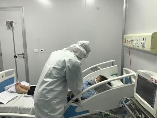 TP.HCM: Một bệnh nhân COVID-19 tử vong trên đường chuyển viện - Hình 1