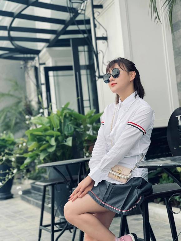 Phong cách thời trang ngược nhau chan chát của Phương Oanh trong phim Hương vị tình thân và ngoài đời - Hình 13