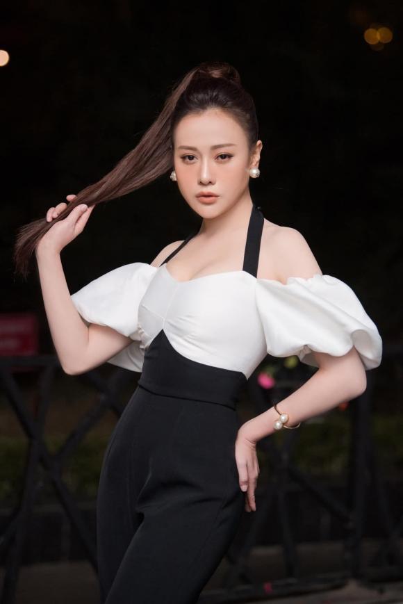 Phong cách thời trang ngược nhau chan chát của Phương Oanh trong phim Hương vị tình thân và ngoài đời - Hình 12