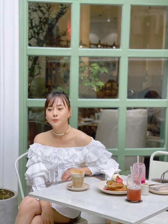 Phong cách thời trang ngược nhau chan chát của Phương Oanh trong phim Hương vị tình thân và ngoài đời - Hình 4