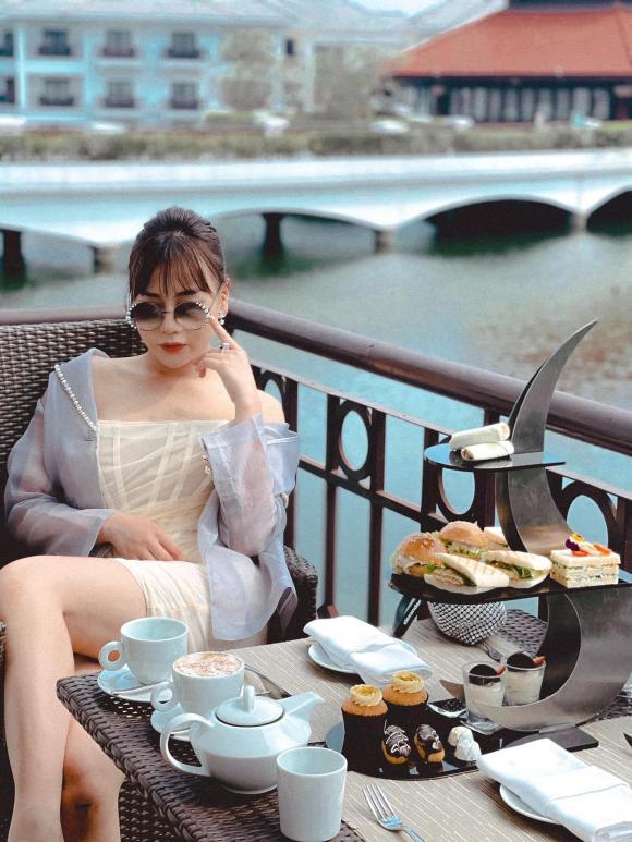 Phong cách thời trang ngược nhau chan chát của Phương Oanh trong phim Hương vị tình thân và ngoài đời - Hình 5