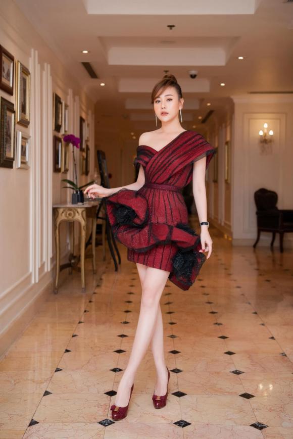 Phong cách thời trang ngược nhau chan chát của Phương Oanh trong phim Hương vị tình thân và ngoài đời - Hình 9