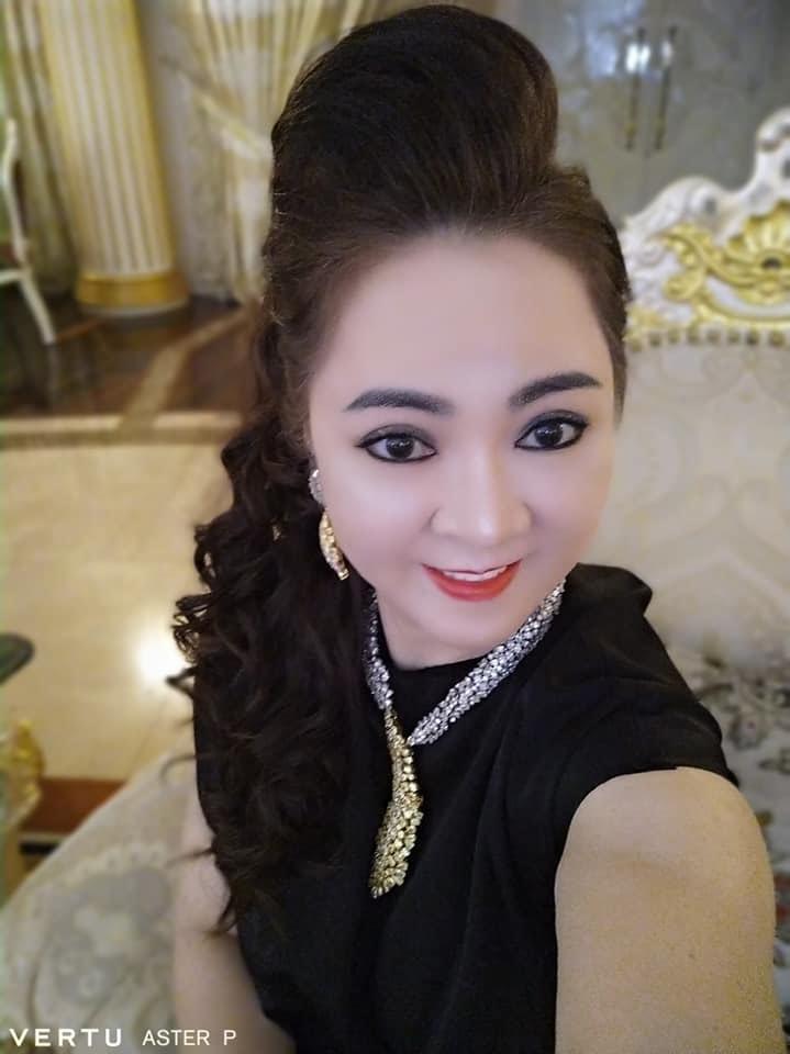 Hoài Linh, Đàm Vĩnh Hưng bị bà Phương Hằng bóc mỗi ngày kêu gọi từ thiện mười mấy 20 tỷ - Hình 1