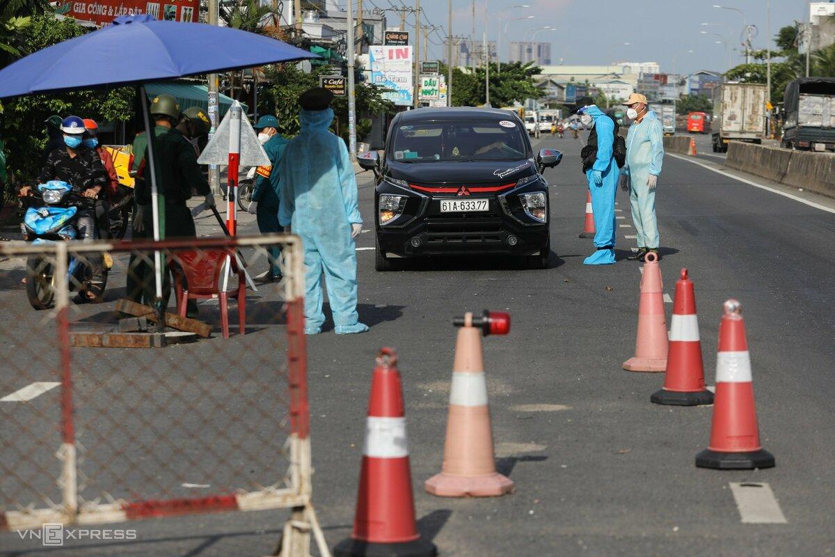 Hơn 300 cảnh sát cơ động kiểm soát 12 chốt cửa ngõ TP HCM - Hình 10