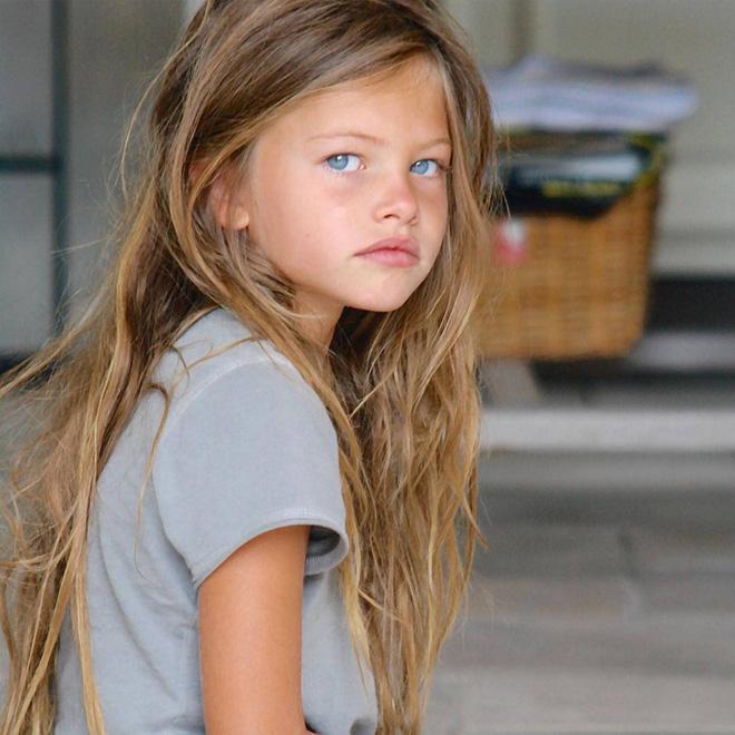 Sao nhí mới 6 tuổi đã được gọi là bé gái đẹp nhất thế giới, 10 tuổi lên hẳn bìa Vogue và cú lột xác thành mẫu trẻ sau 14 năm - Hình 1